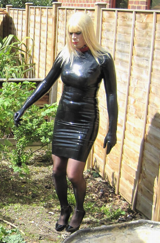 latex crossdresser