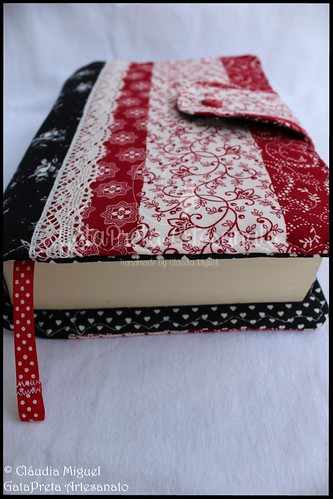 "Capa de livros ""Black&Red Stripes"" 