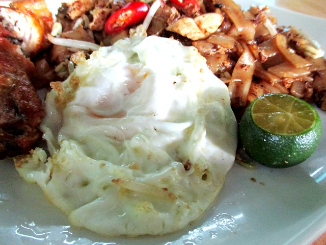 Sara Cafe fried kway teow, egg