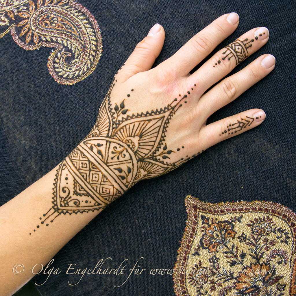 Two Hands With A Moroccan Henna Pattern Henna Or Mehendi I Flickr