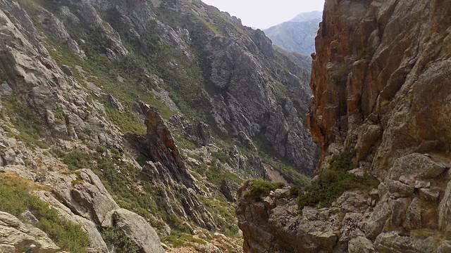 Vue des cabanes de Vetta di Muru depuis la brèche du couloir (photo Olivier Hespel)