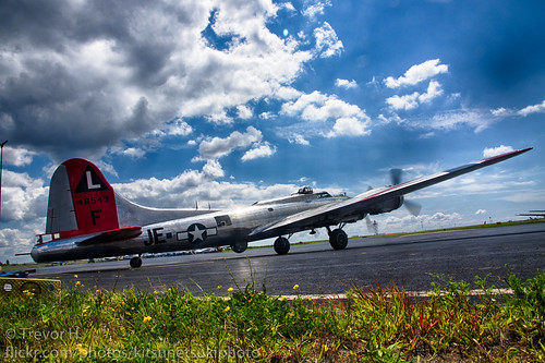 B17 Flying Fortress HDR 2 Color | by Kenjis9965