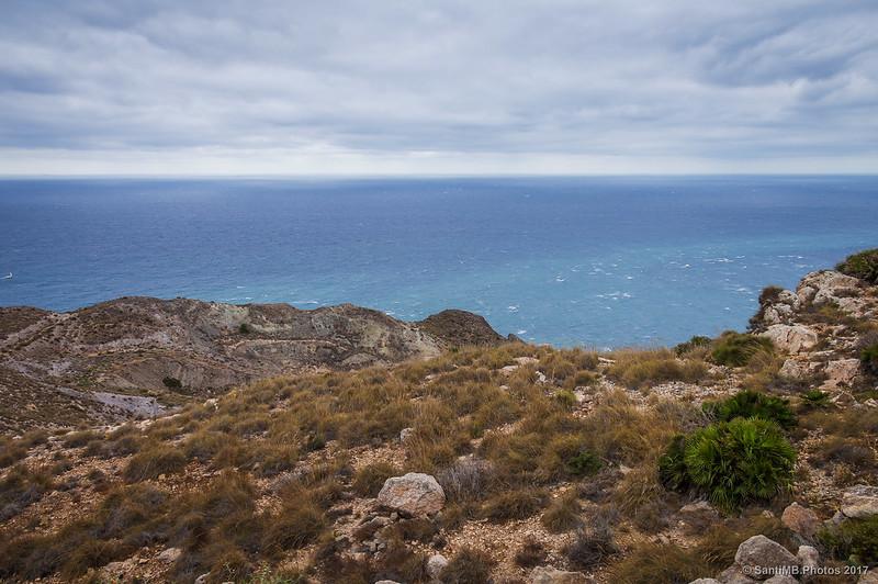 Vista del mar desde la base de la Torre de Mesa Roldán