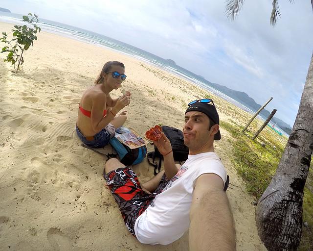 Una de las mejores excursiones que hacer en Filipinas es ir a la playa de Nacpan para hacer un picnic