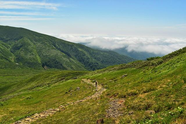 月山~姥ヶ岳 雲海と木道