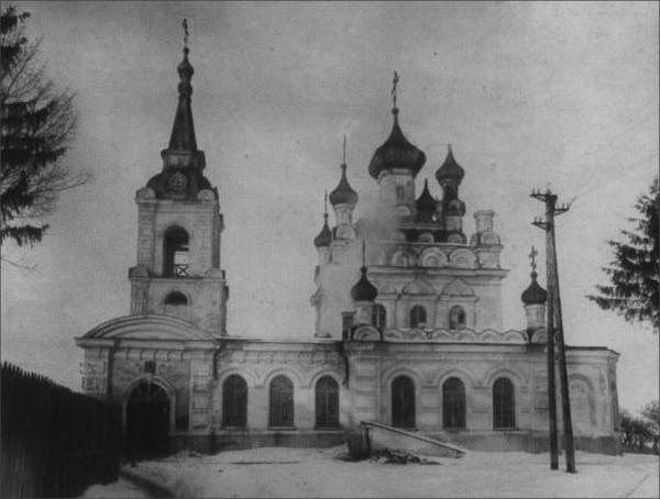 Ахтырская церковь после закрытия. В здании храма устроено общежитие мединститута. 1935г.