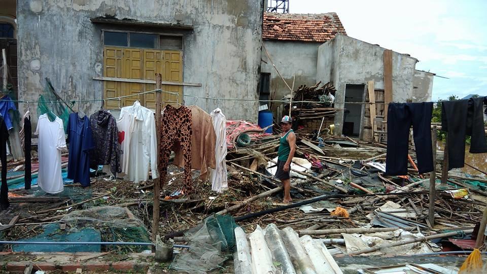 Đức Cha phụ tá Giáo phận Vinh viếng thăm các giáo xứ tại hai tỉnh Quảng Bình và Hà Tĩnh sau bão số 10 - Ảnh minh hoạ 5
