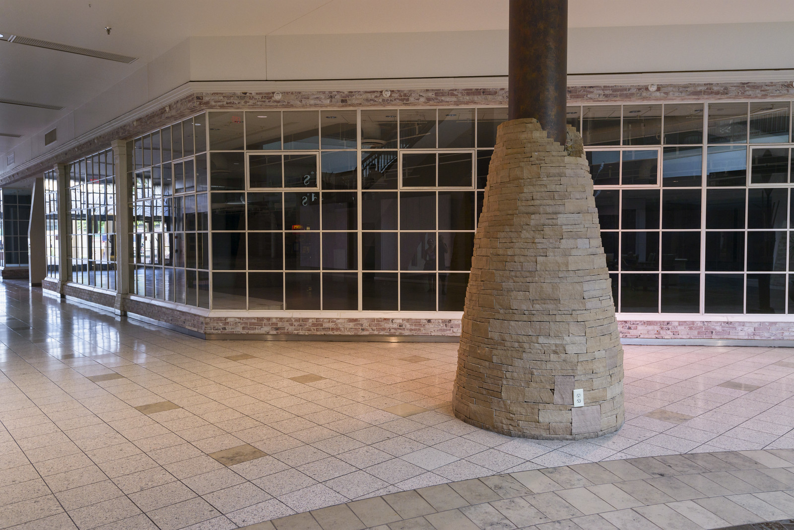 Empty retail space in Fiesta Mall | by GC_Dean