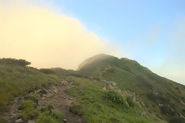 奥大日岳山頂への稜線