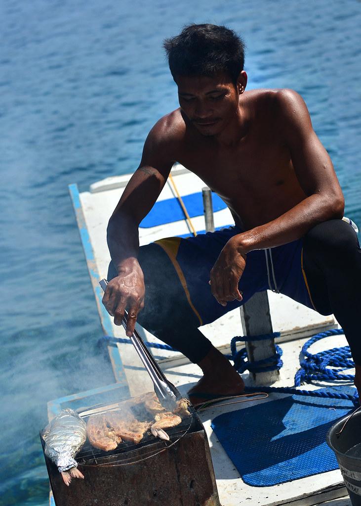Momento barbacoa a bordo de nuestra bangka