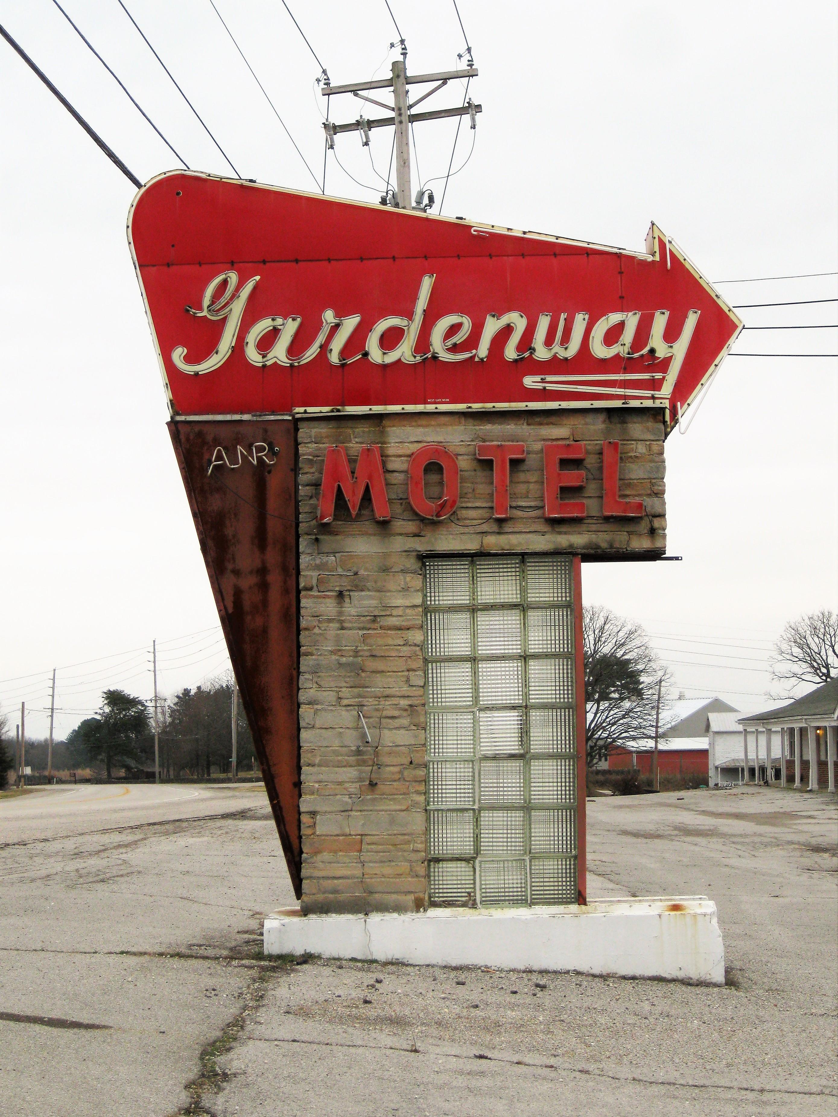 Gardenway Motel - 2958 Missouri Route 100, Villa Ridge, Missouri U.S.A. - January 22, 2017