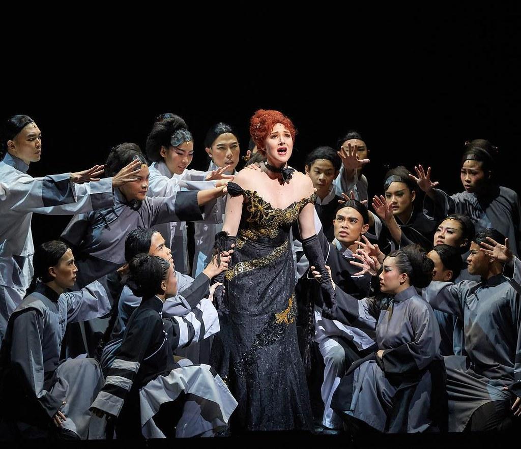 Kate Carl and the ensemble | Photo Credits: Singapore Repertory Theatre