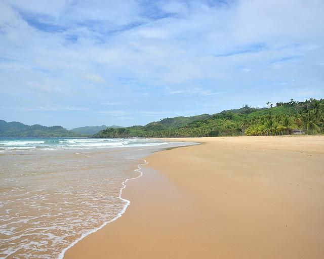 Preciosa playa de Nacpan beach con sus aguas limpias y arenas paradisíacas