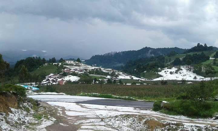 Fuerte lluvia y granizada en municipio de Quetzaltenango