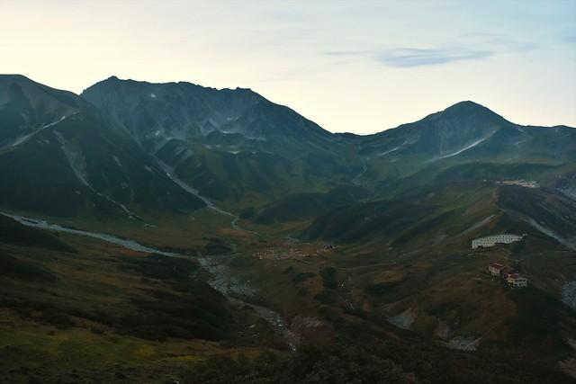 夜明けの立山室堂と雷鳥沢