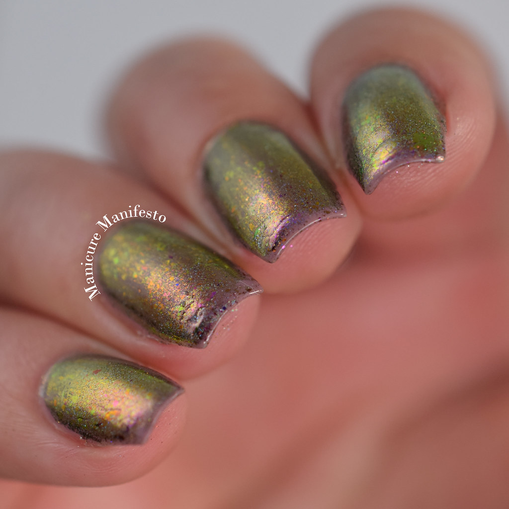 Multichrome nail flakes with regular polish