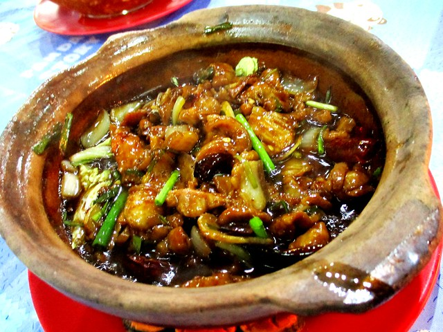 Fat Mum claypot pork belly with salted fish & dried chili