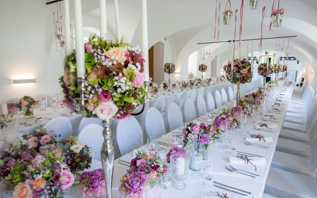 Schloss Welsdorf Hochzeit Ueppiger Blumenschmuck Die