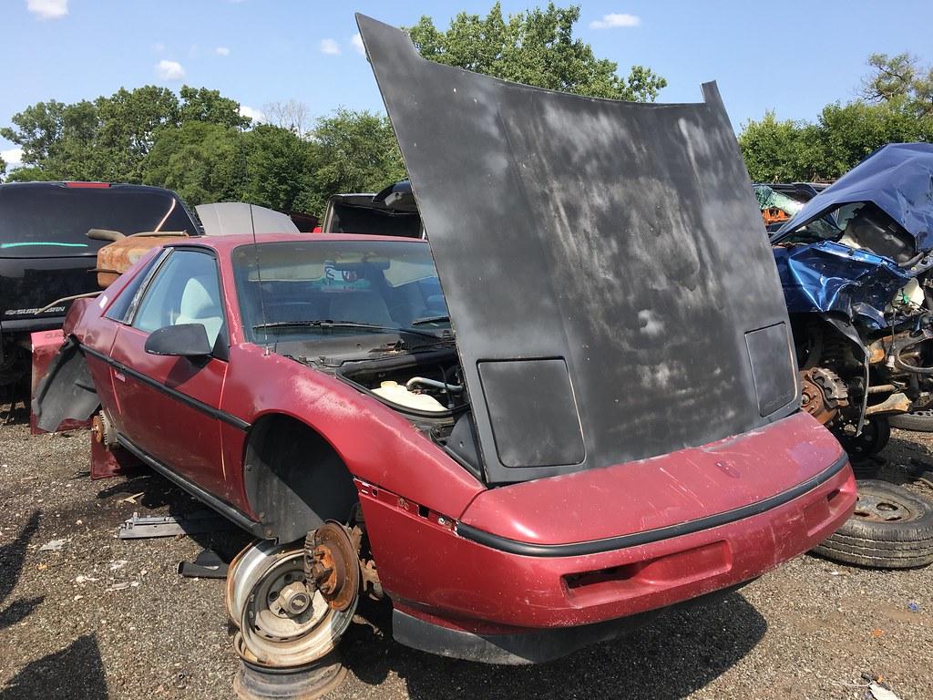Junkyard Car - Pontiac Fiero | priceman 141 | Flickr