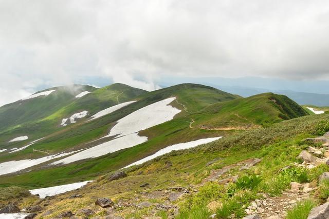 月山~姥ヶ岳の稜線