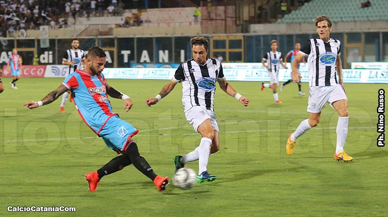 Andrea Russotto in azione contro la Sicula nelal gara di Coppa Italia