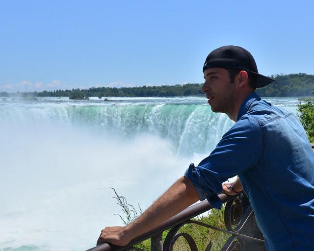 Diario de un Mentiroso en el lado canadiense de Cataratas del Niagara