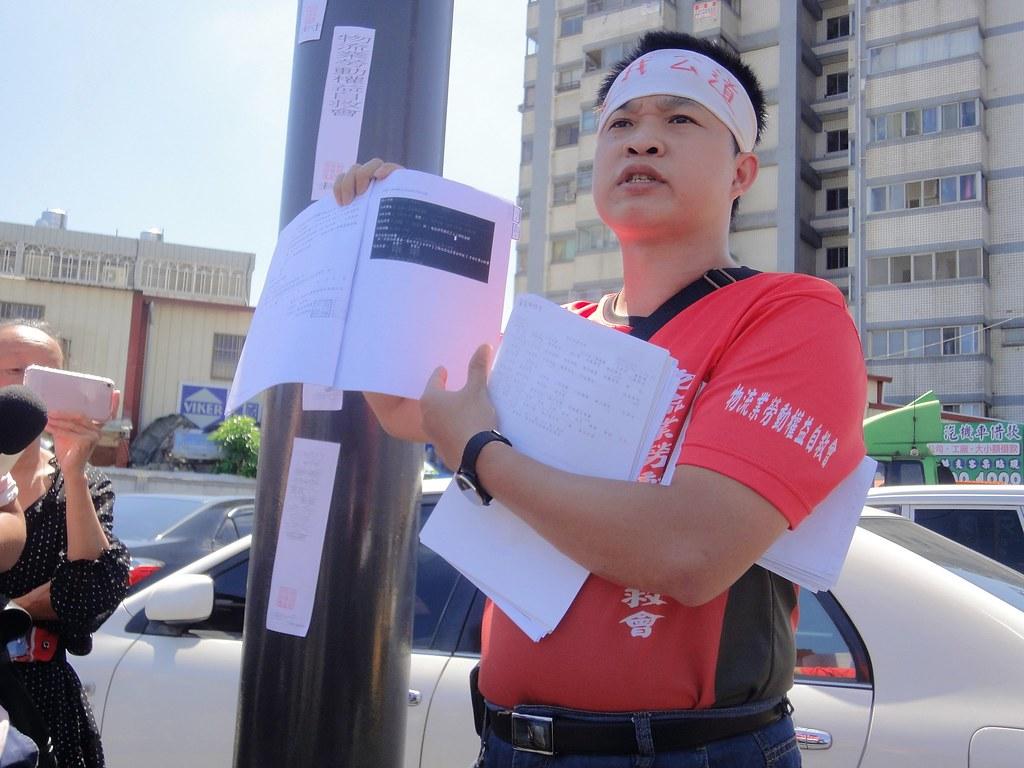 嘉里大榮前員工曾堉誠控訴公司不讓他復職,要討回積欠薪資。(攝影:張智琦)