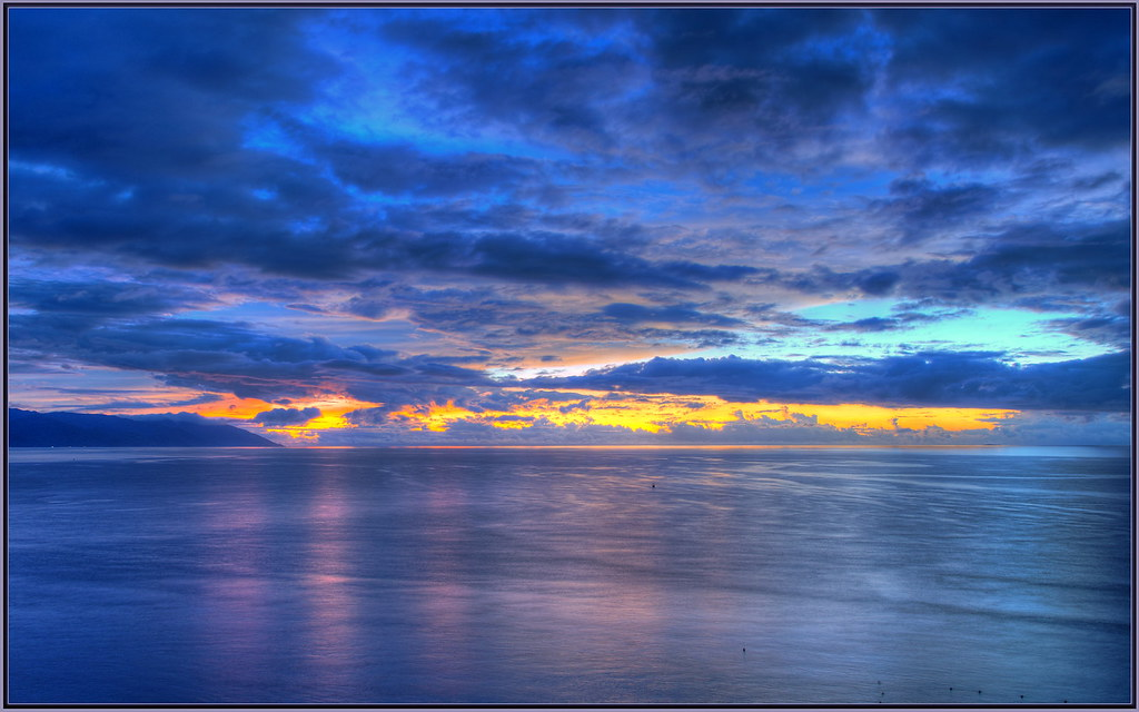 Blue Sunset   From yellow and orange to blue hour in a ...