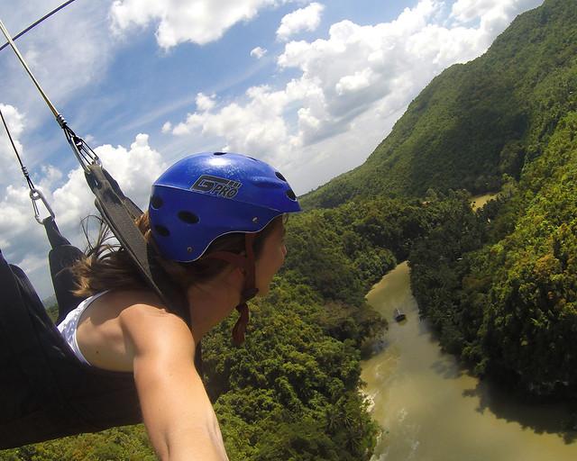 Sobrevolando en tirolina todo el rio Loboc en la isla de Bohol