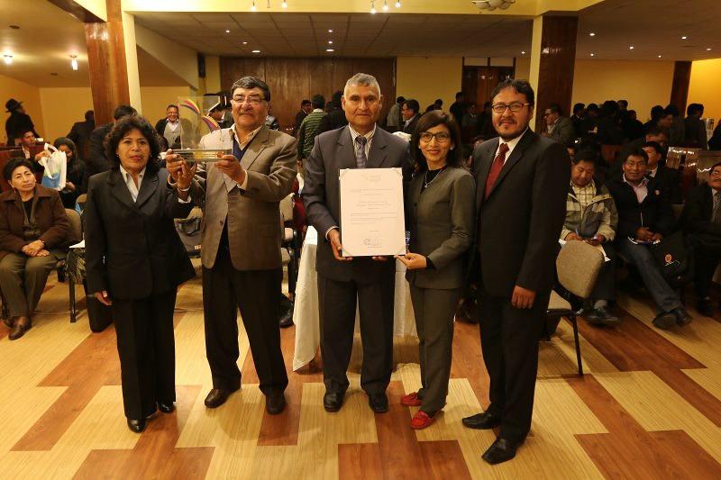 """Instituto superior pedagógico público """"educación física"""" de Puno recibe acreditación institucional del Sineace"""