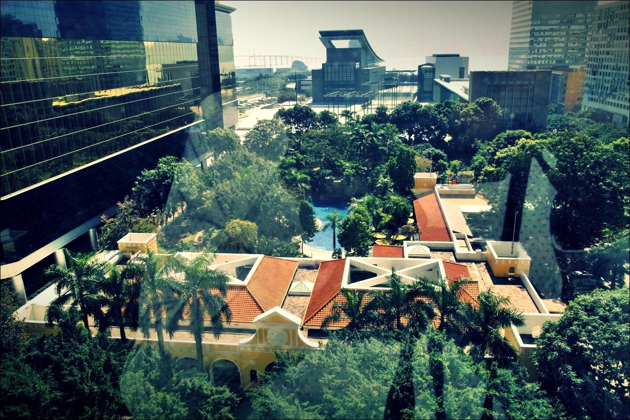객실에서 바라본 수영장-'그랜드 라파 호텔 마카오 (Grand Lapa Hotel, Macau)'