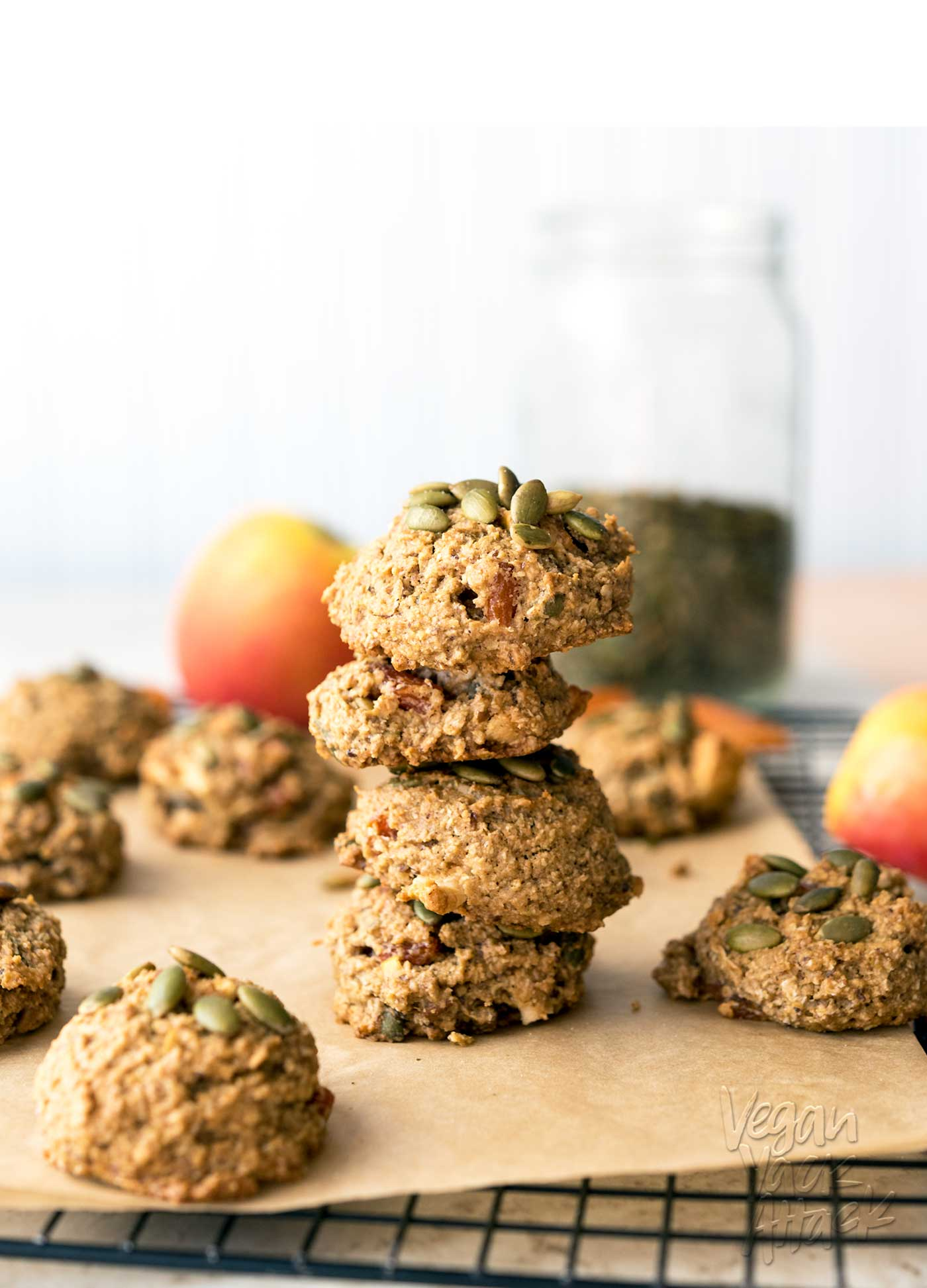 These Apple Apricot Quinoa Cookies are filled with fruity goodness and make great snacks! Made with whole grains and quinoa flakes, to keep you satiated. #vegan #soyfree #nutfree