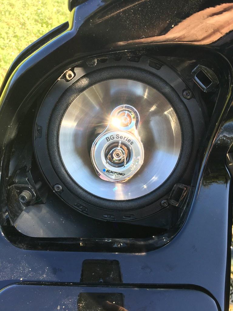 Changer les hauts-parleurs sur un Road Glide / tutoriel 37110499770_2473660050_b