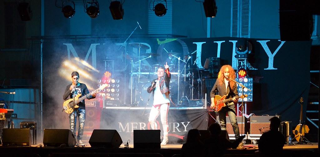 Merqury band cover band dei queen live in casorate primo for Camera dei deputati live