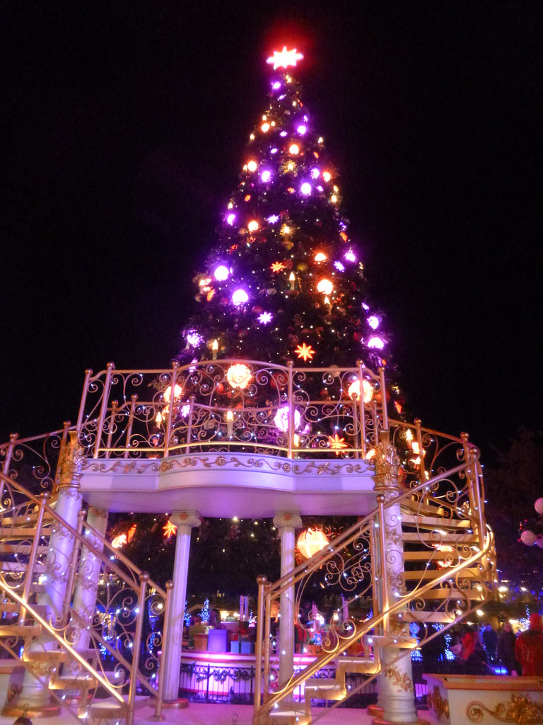 christmas tree on town square and platform for mickeys magical christmas lights show