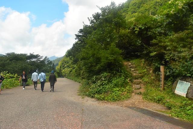 大日岳登山口から称名滝バス停へ