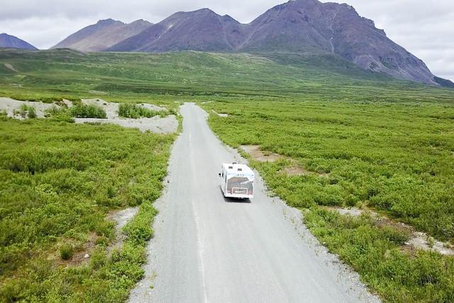 Nuestra autocaravana con la que recorrimos Alaska (a vista de drone)
