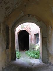 У дворі замку.