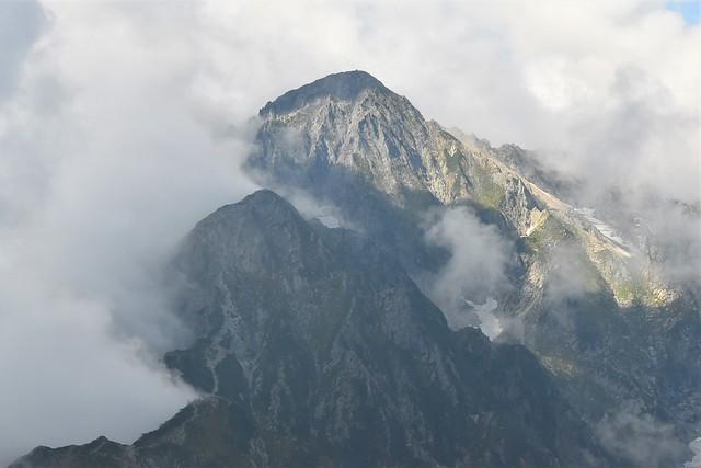 雲を纏う剱岳