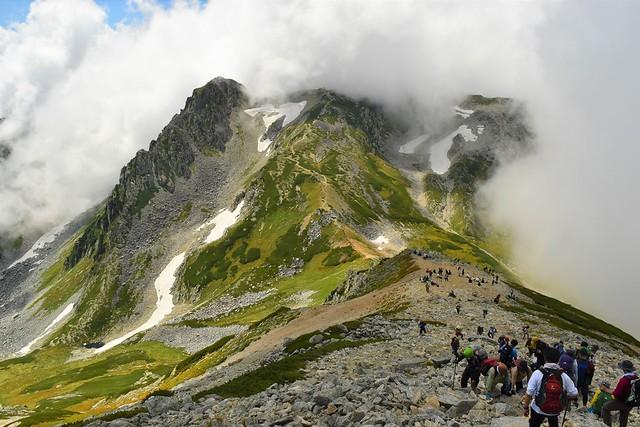 立山登山 迫ってくる雲