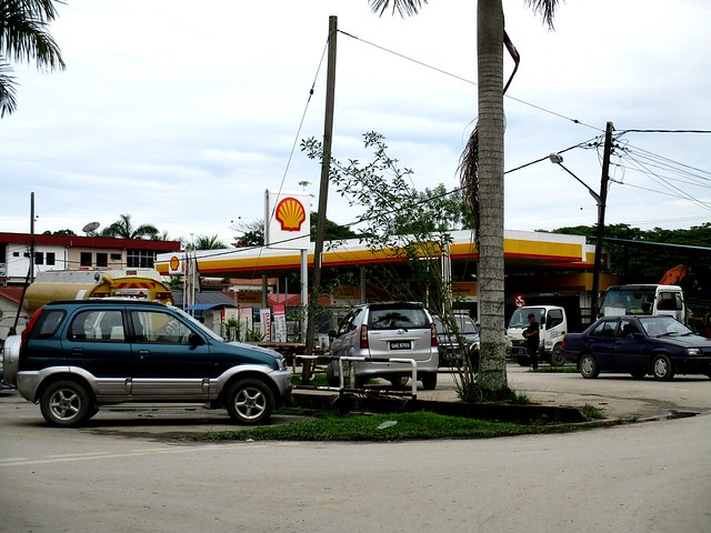 Shell station, Selangau