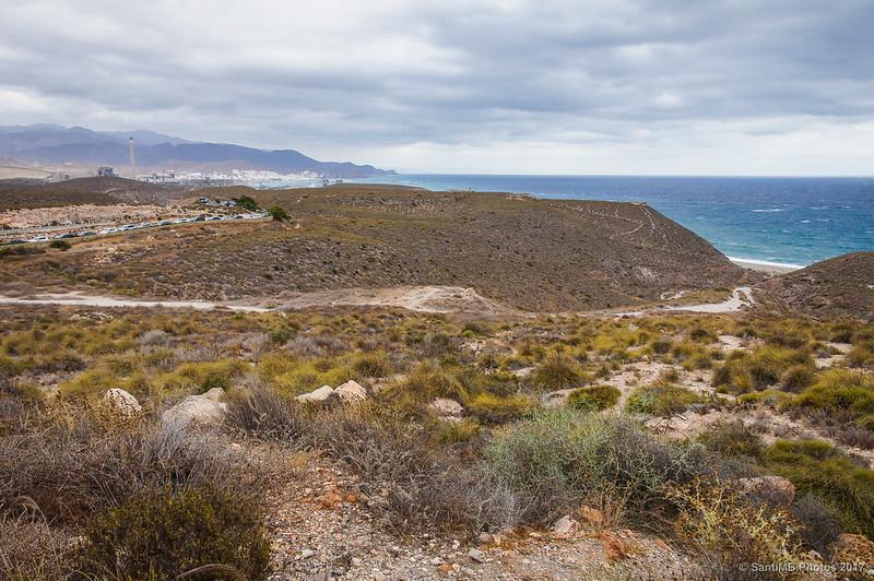 Vista de la Playa de los Muertos y Carboneras desde el camino del faro de la Mesa Roldán