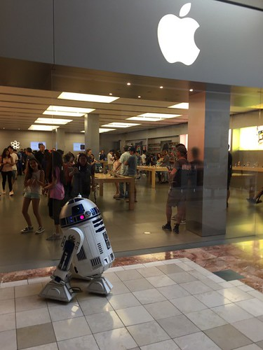 Victors R2d2 Building Diary Force Friday 2017 At The Apple Store