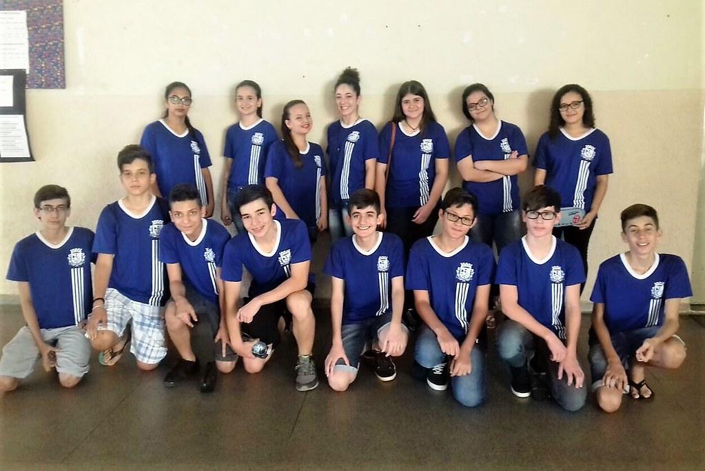 15 alunos do Nível 2 (8º ou 9º ano) de Urupês que realizaram a prova da OBMEP no último domingo. Foto: Daniela Mazocco