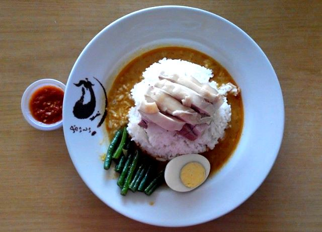Chicken rice with curry gravy