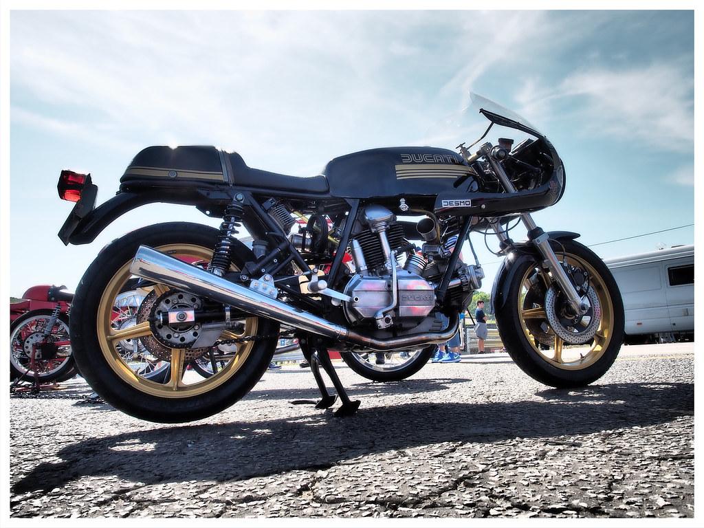 Ducati 900SS Desmo