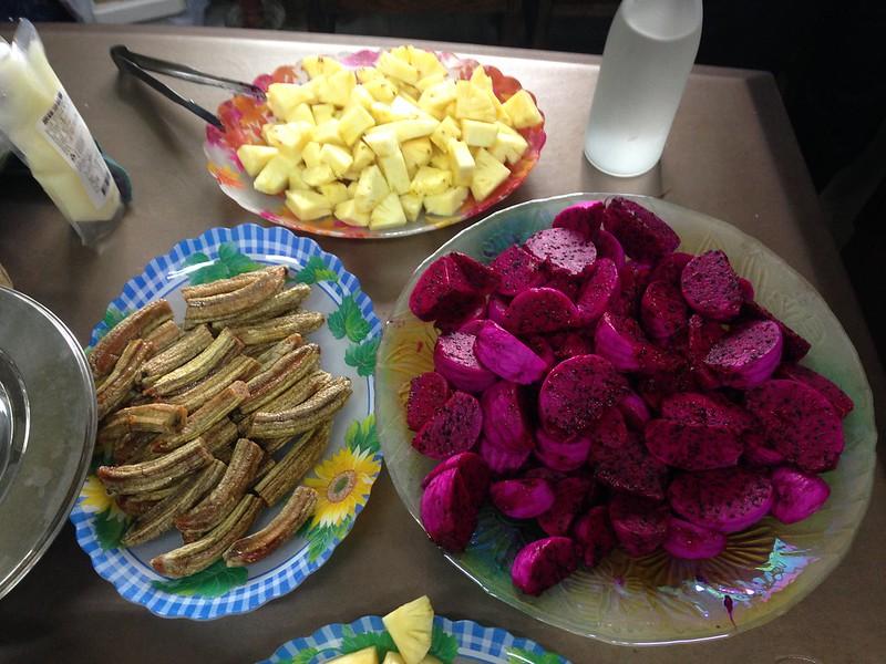 三無農場生產火龍果,也自製香蕉乾。攝影:廖靜蕙