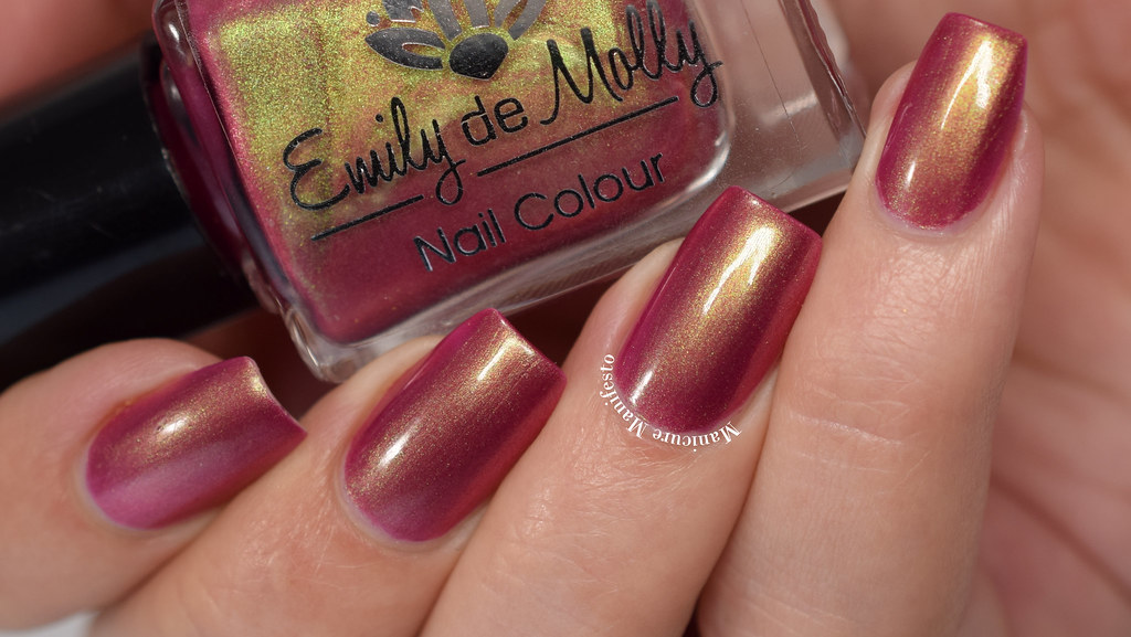 Emily De Molly Looks Can Kill Swatch