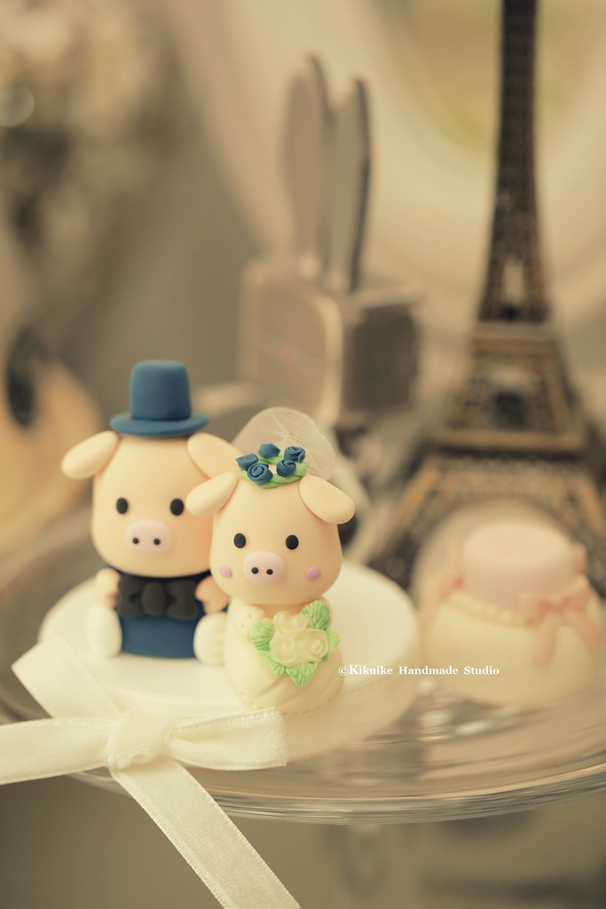 piggy and piglet bride and groom wedding cake topper, cute… | Flickr