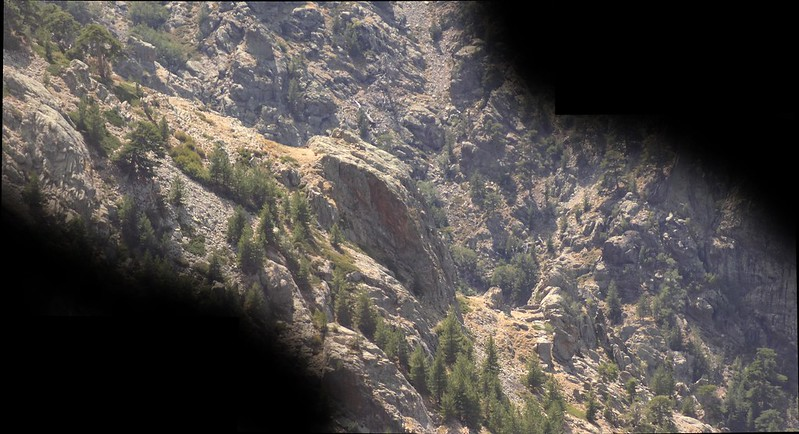 Aperçu des bergeries de Strette au loin, autre lieu singulier du secteur